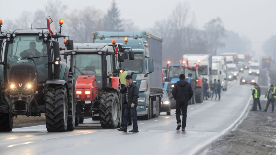 """Rolnicy blokują drogi. """"Nikt nas nie chce słuchać"""""""