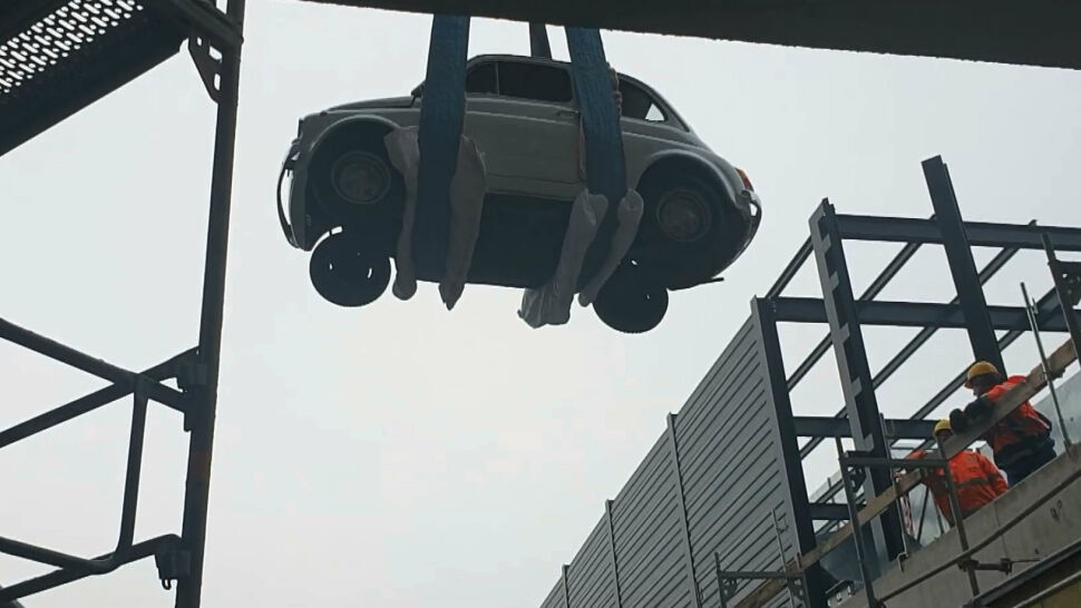Szczecin. Samochód zawisł na chwilę na wysokości szóstego piętra