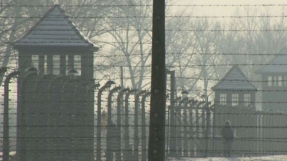 """Określenie """"polskie obozy śmierci"""" zalało internet. Ustawa o IPN przeciwskuteczna?"""