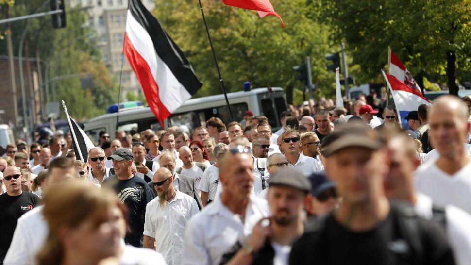 Starcie neonazistów i kontrmanifestantów na ulicach Berlina