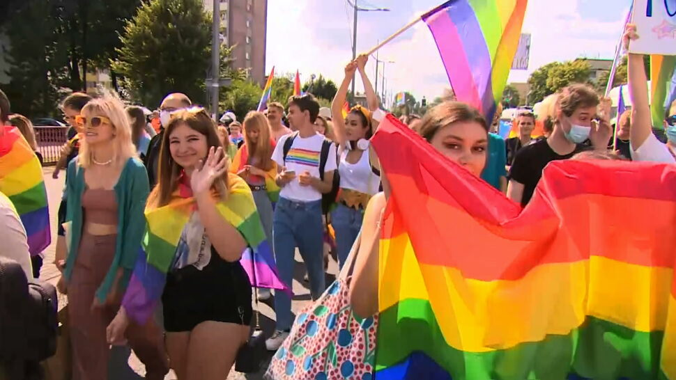 """Instytucje unijne się nie cofają, samorządy też nie. Przez """"uchwały anty-LGBT"""" całe województwa mogą ucierpieć"""