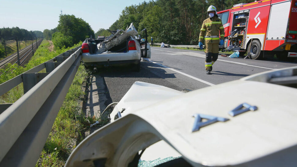 Bus zderzył się czołowo z samochodem osobowym. Obaj kierowcy zginęli