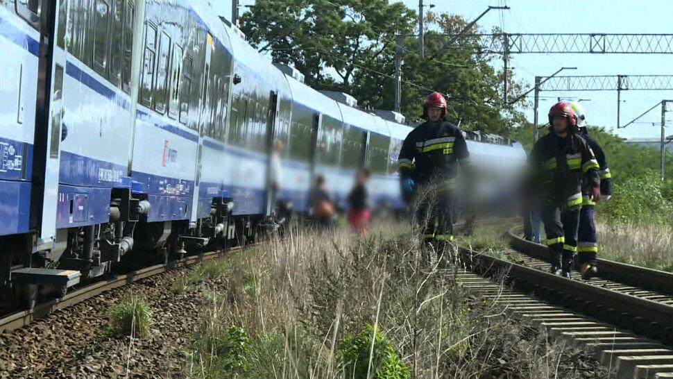 Wypadek na przejeździe kolejowym. Stan 19-latki jest bardzo ciężki