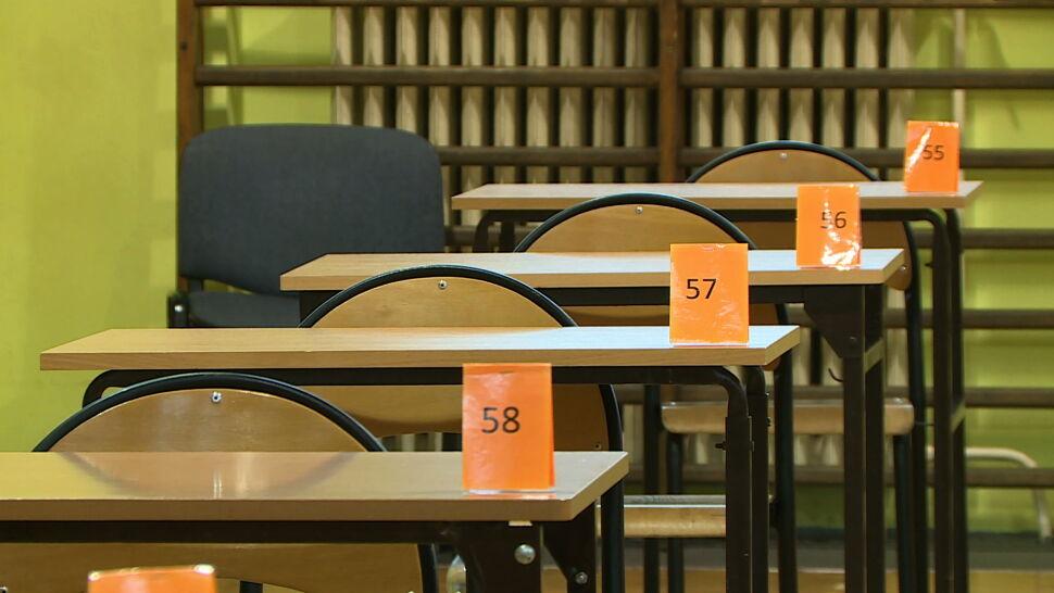 """Egzamin ósmoklasistów. """"To, co jest po raz pierwszy, jest troszeczkę trudniejsze"""""""