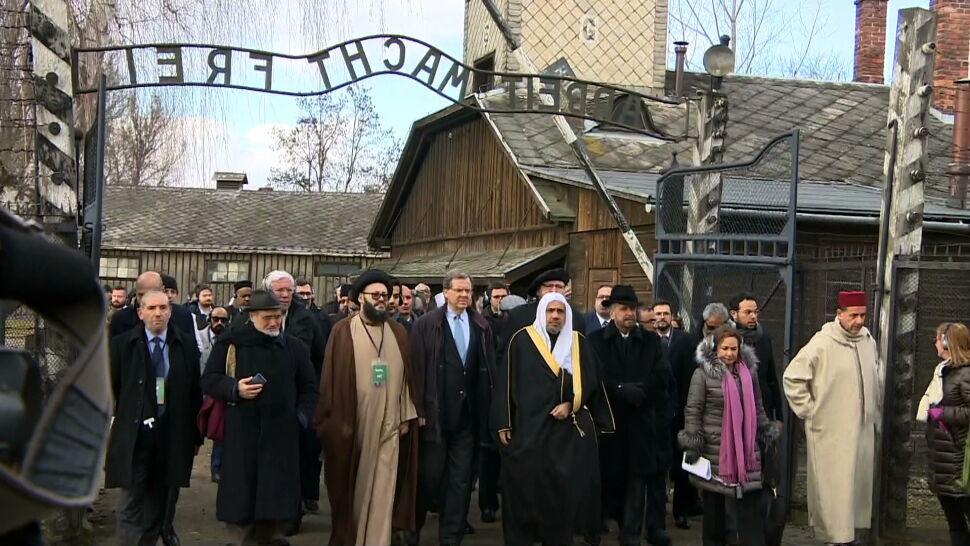 """""""Przybyliśmy tutaj, by potępić straszliwe zbrodnie"""". Ważna wizyta w Auschwitz"""
