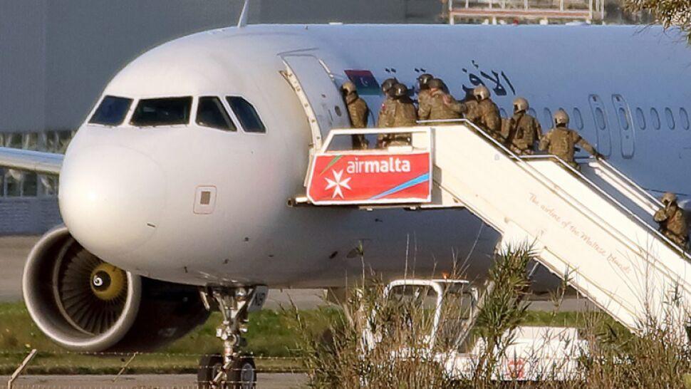 Godziny grozy z happy endem. Zwolennicy Kaddafiego porwali libijski samolot