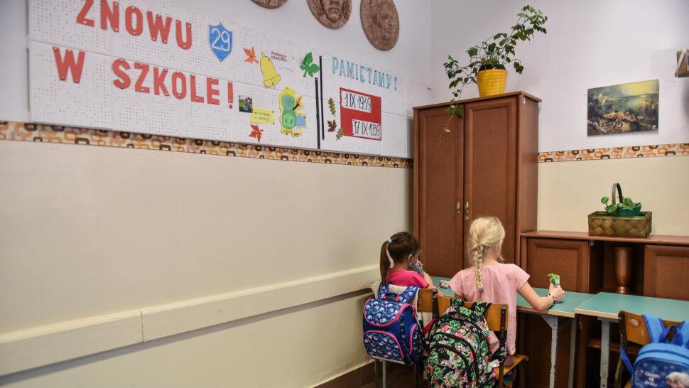 """""""Warunkiem przywrócenia nauki w szkołach jest zaszczepienie nauczycieli i pracowników"""""""