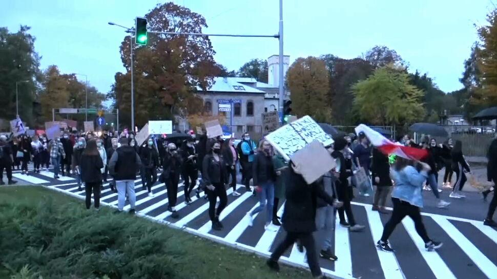 Protesty rozlały się po całej Polsce. Manifestują także małe miasta i wsie
