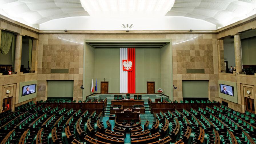 """Zdecydowany lider i trzy partie w Sejmie. Najnowszy sondaż dla """"Faktów"""" TVN i TVN24"""