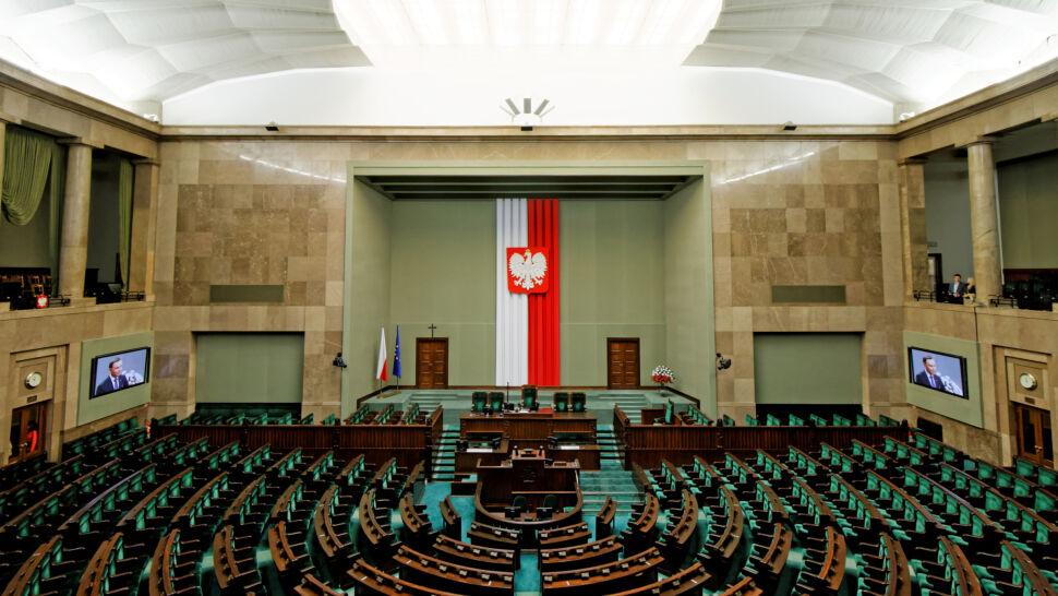 """Wiosna na podium, siedem partii w Sejmie. Sondaż dla """"Faktów"""" TVN i TVN24"""