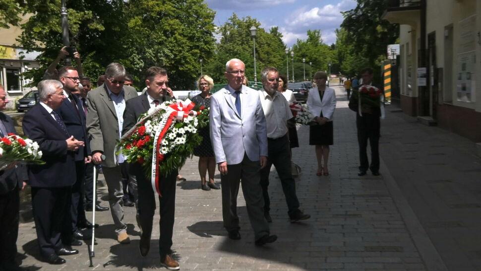 Wieniec niezgody podczas obchodów rocznicy pogromu kieleckiego. Organizator skrytykował Solidarnosć