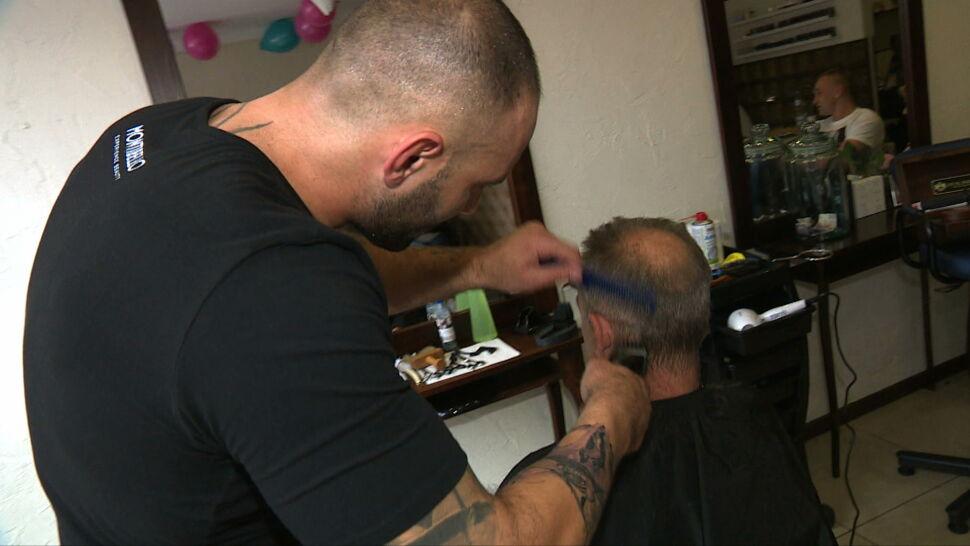 Salony fryzjerskie są zamknięte. Jak czeszą się politycy w czasie pandemii?