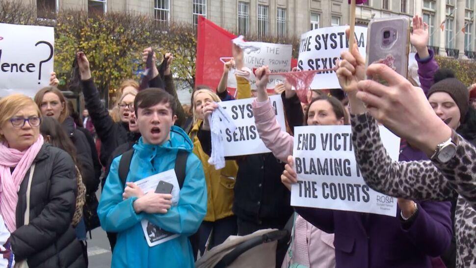 Był oskarżony o gwałt, został uniewinniony. W sądzie pokazano majtki ofiary