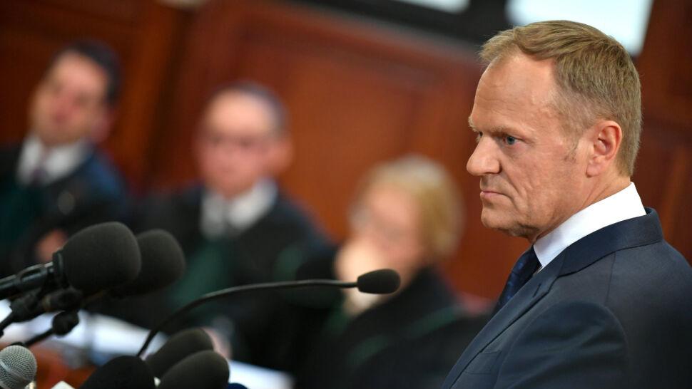 Pytania o wizytę i spotkanie z Putinem. Tusk zeznawał przed sądem