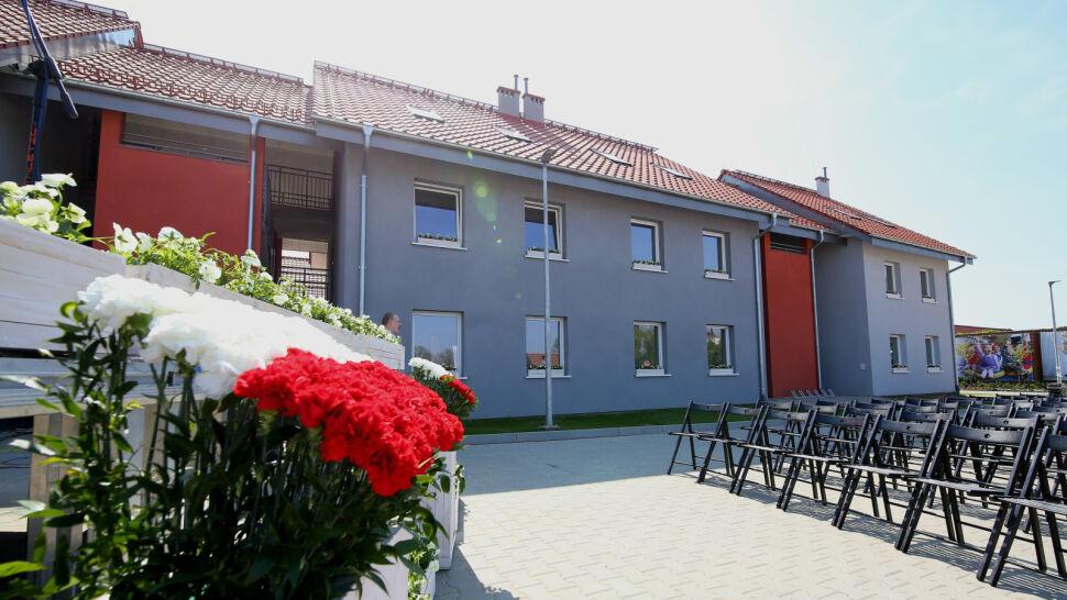 Pierwsi lokatorzy wprowadzają się do domów z programu Mieszkanie plus