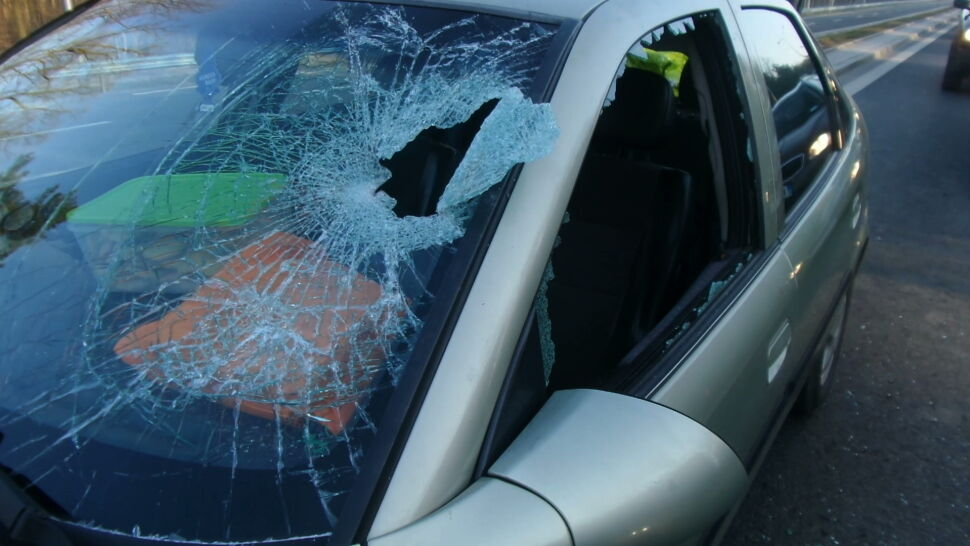 Jadący do pracy policjant zatrzymał samochód, w którym trwała impreza
