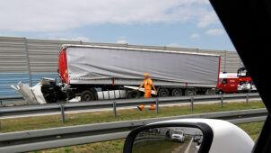 Ciężarówki zderzyły się na A2. Ranni, wiele godzin utrudnień