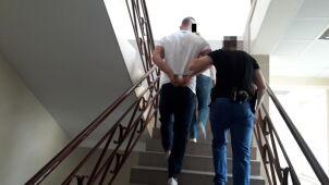 Policja: dusił i groził, że zabije