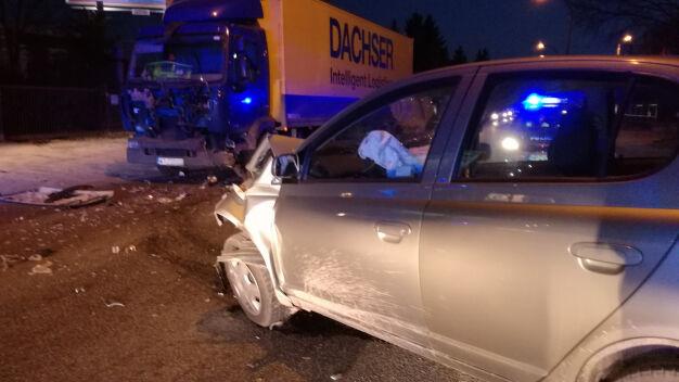 Dwie osoby ranne w wypadku na Wale Miedzeszyńskim