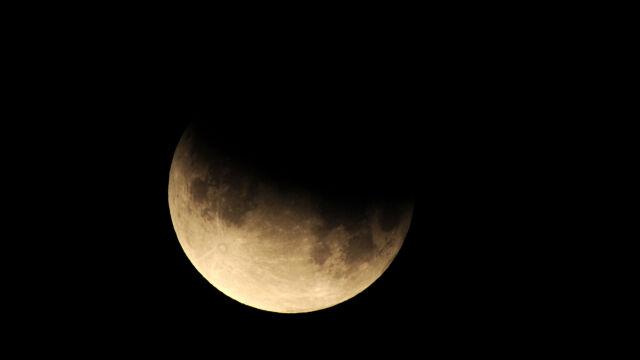 Dzisiaj częściowe zaćmienie Księżyca