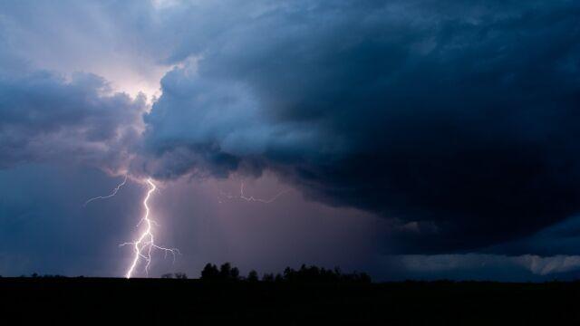 Niebezpieczne burze i intensywne opady. Ostrzeżenia i prognoza zagrożeń IMGW