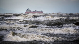 Może silnie wiać. IMGW planuje wydać alarmy na Pomorzu