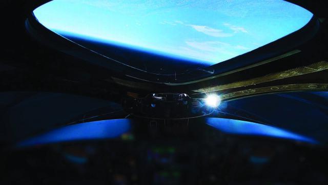 Udany lot suborbitalny Virgin Galactic. Na pokładzie dwóch pilotów i manekin