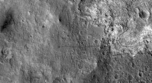 Z kosmosu widać Curiosity i jego ślady